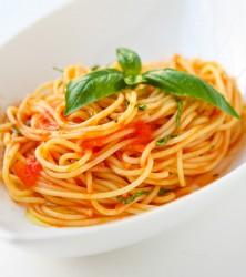 Špageti z paradižnikovo omako