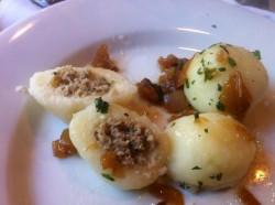Nadevani krompirjevi cmoki