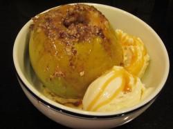 Pečena jabolka z orehi in medom