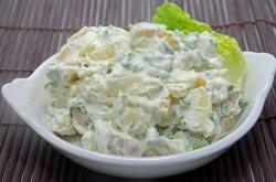 Krompirjeva solato z majoneznim prelivom